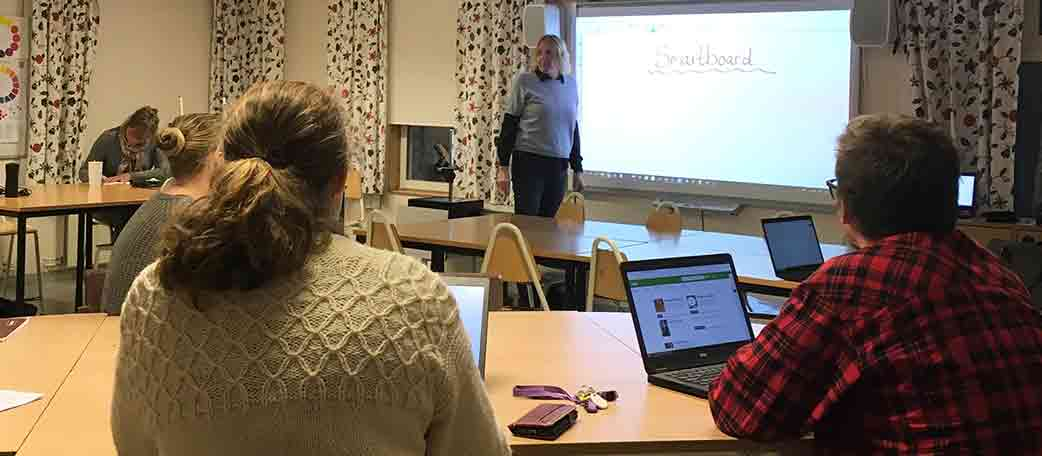 Munkmoraskolan leasar SMART Board
